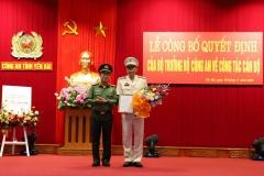 Đồng chí Đại tá Nguyễn Văn Phương, phó Cục trưởng Cục Tổ chức cán bộ, Bộ Công an đã trao quyết định của Bộ trưởng Bộ Công an cho đồng chí Đại tá Đặng Xuân Quỳnh, Phó Giám đốc Công an tỉnh.