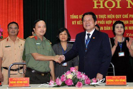 Đại tá Đặng Hồng Đức - Ủy viên Ban Thường vụ Tỉnh ủy, Giám đốc Công an tỉnh Yên Bái dự hội nghị.