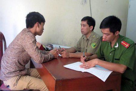 Công an huyện Yên Bình phối hợp với Công an thị trấn Yên Bình lấy lời khai đối tượng